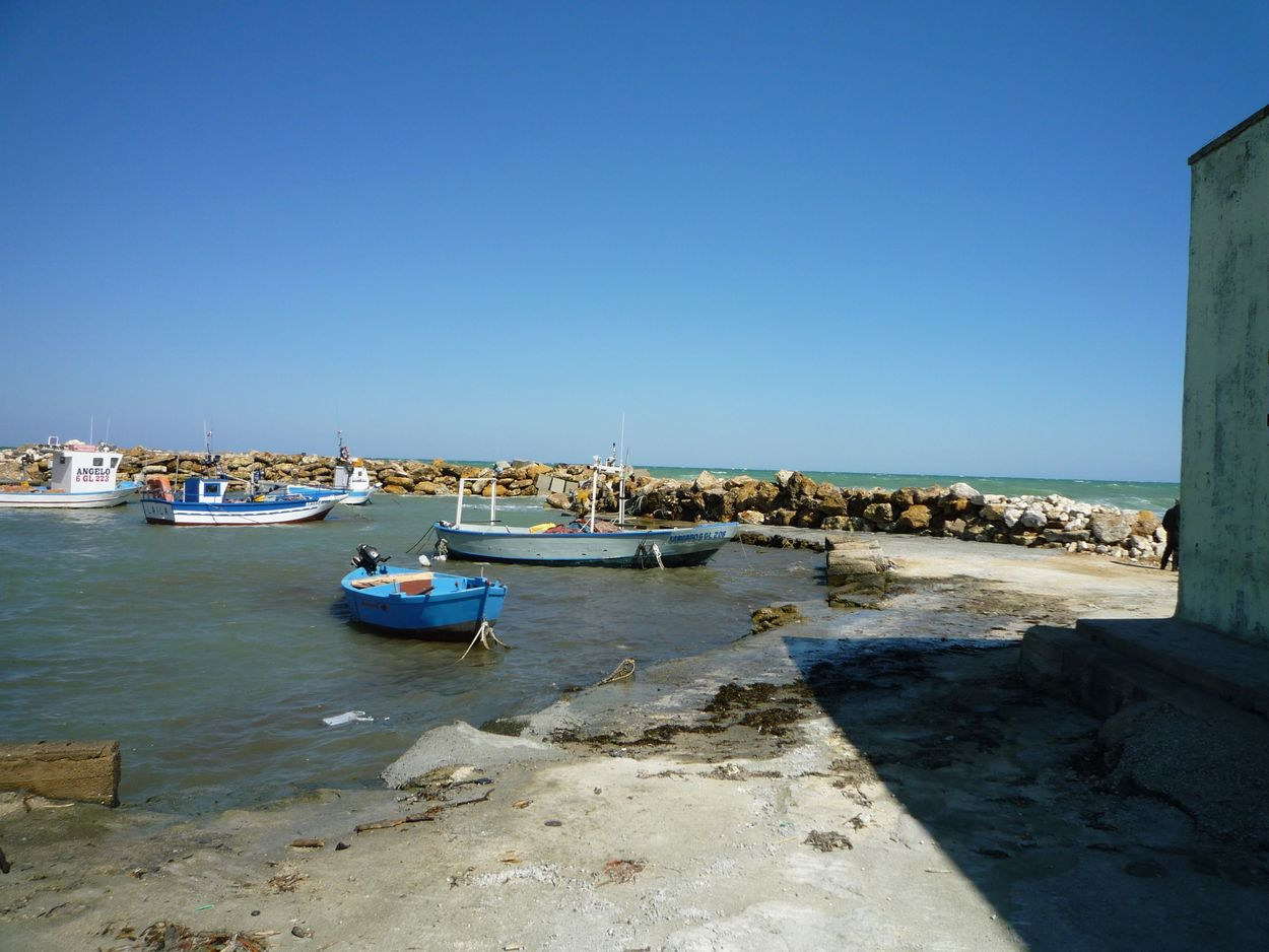 Casalabate Harbour, the fish shop is here too - Discover Puglia